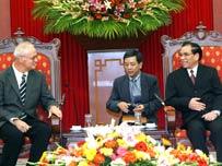 US/Vietnamese Communist Parties Meet To Strengthen Ties
